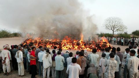 Hindus pay last respects at a mass cremation of 15 school girls on the banks of the river Orsang in Bamroli in the Indian state of Gujarat, April 16, 2008.