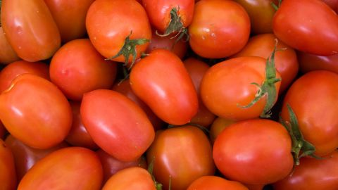 """Pre-sliced Roma tomatoes purchased at deli counters in <a href=""""http://www.forbes.com/free_forbes/2006/1127/173.html"""" target=""""_blank"""" target=""""_blank"""">Sheetz gas stations</a> infected <a href=""""http://www.cdc.gov/mmwr/preview/mmwrhtml/mm5413a1.htm"""" target=""""_blank"""" target=""""_blank"""">more than 400 people</a> in the summer of 2004. Two other smaller outbreaks in the United States and Canada also occurred that summer and were linked back to a tomato-packing house in Florida."""
