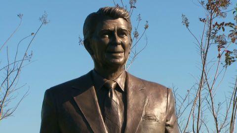 vonat reagan statue unveiled_00003521