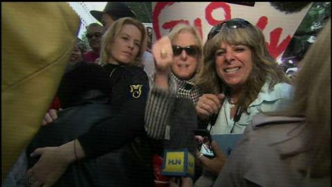 hln jvm crowd reacts to jackson verdict_00021303