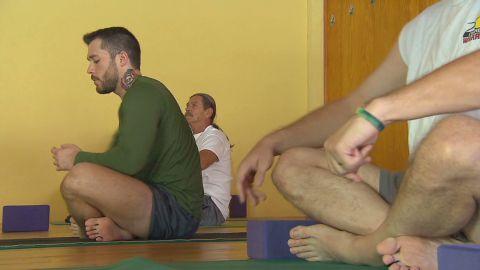 yoga.healing.wounds.war_00015410
