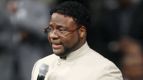 Bishop Eddie Long has apologized for a ritual in which he was wrapped in a Jewish scriptural scroll.