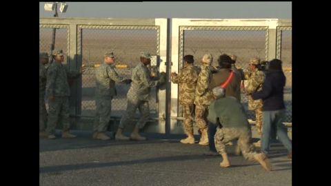 holmes troops iraq close gate_00023805
