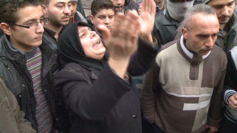 pkg robertson syria town under seige_00020802