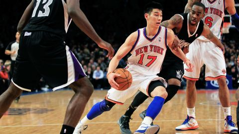 NEW YORK, NY - FEBRUARY 15: Jeremy Lin #17 of the New York Knicks drives past Marcus Thornton #23 of the Sacramento Kings at Madison Square Garden on February 15, 2012 in New York City. NOTE TO USER: User expressly acknowledges and agrees that, by downloading and/or using this Photograph, user is consenting to the terms and conditions of the Getty Images License Agreement. (Photo by Chris Trotman/Getty Images
