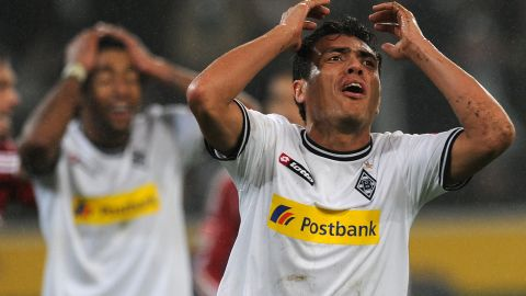 Moenchengladbach midfielder Juan Arango and defender Dante show their frustration in the 1-1 home draw.