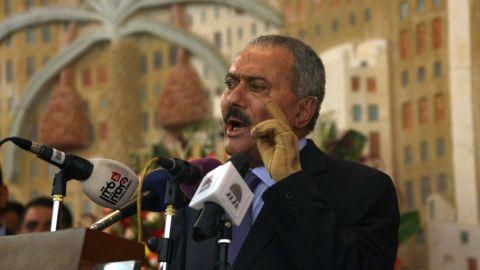 Yemen's former president Ali Abdullah Saleh formally hands power to his deputy, Abdurabu Mansur Hadi in Sanaa on February 27, 2012.