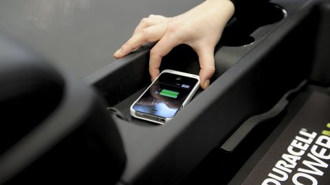 A wireless in-car phone charger created by Duracell and Powermatt .