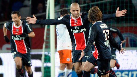 Paris Saint-Germain's Alex Rodrigo Dias Da Costa (C) celebrates with teammates after scoring a goal.