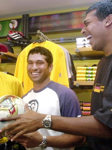 """Bhupathi and Paes are household names in India but they can't quite match the fame that cricketer Sachin Tendulkar enjoys. Here the duo meet the highest runscorer in Test cricket -- known as the """"Little Master"""" -- in 2002."""