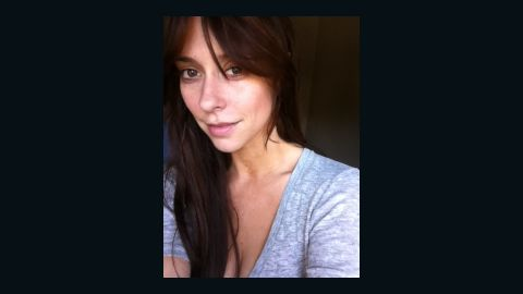"""Jennifer Love Hewitt posted this photo of herself makeup-free with the tweet """"No make up pic for my lovelys!"""" Her fan Leonardo Milevich posted a response: """"This only prove[s] the kind of great woman you are. Hugs for you."""""""