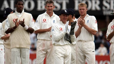 England's players applaud after Tendulkar scores 193 in Leeds in 2002, passing Bradman's record of 29 Test centuries. He has now played 188 Tests, notching 51 hundreds.