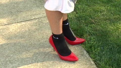 college men walk a mile in high heels_00003927