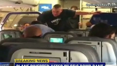 erin passenger reacts jet blue pilot _00004523