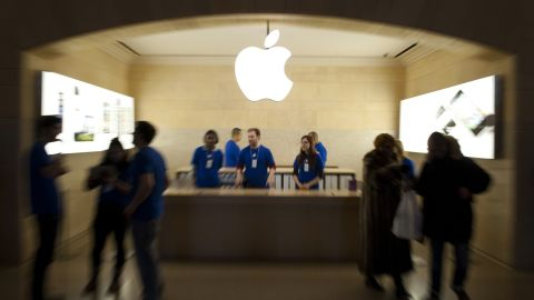 Users who damage the display screen on their iPhone 5 can now have it fixed at Apple stores while they wait.