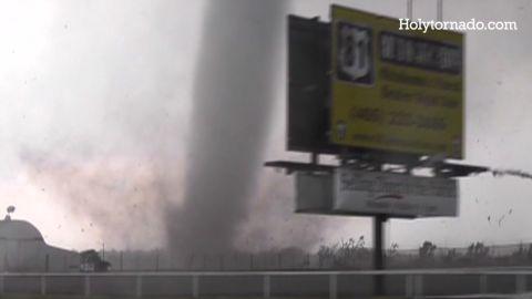 eitm cnn explains tornadoes_00003411