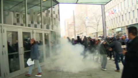 pkg akman canada violent protest_00003603