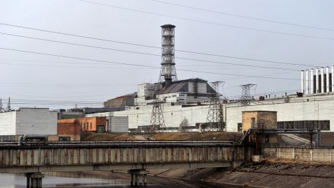 The 4th power block of Chernobyl's nuclear power plant, covered with a 'sarcophagus' lies derelict on March 31, 2011. The project to build a new sarcophagus over the damaged Chernobyl nuclear reactor lacks some 600 million euros of the 1.5 billion needed, a Ukrainian official said today. AFP PHOTO/ SERGEI SUPINSKY (Photo credit should read SERGEI SUPINSKY/AFP/Getty Images)