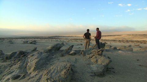 exp inside africa namib desert b_00065601