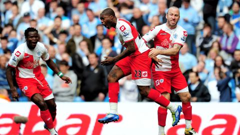 48 minutes: A terrible mistake from Joleon Lescott allows Djibril Cisse (center) to race through and equalize for QPR. Advantage well and truly with United!