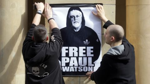 Activists hang a placard picturing conservationist Paul Watson in front of Germany's Justice Ministry in 2012.