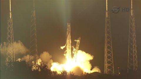 fl space x rocket launch_00000715
