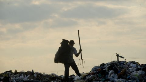 Road to Rio makes its final stopoff in Mexico city looking at the city's green initiatives like eco patrols and biking initiatives along with a visit to the landfill turning trash into energy.