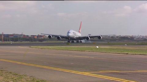 pkg qantas low profits_00003002