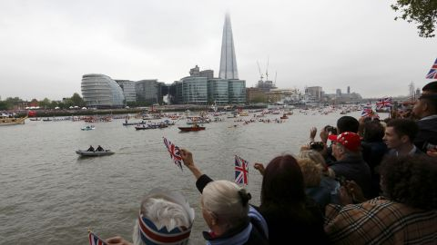 Crowds by the river cheer as the flotilla passes the Shard during the Thames Diamond Jubilee Pageant on the River Thames in London on June 3, 2012. Queen Elizabeth II sailed Sunday on a royal barge at the centre of a spectacular 1,000-boat river pageant on the Thames, the set-piece of celebrations to mark her diamond jubilee. AFP PHOTO / POOL / JUSTIN TALLIS (Photo credit should read JUSTIN TALLIS/AFP/GettyImages)