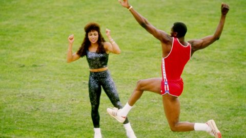 Flo Jo had met soon to be Olympic triple jump champion Al Joyner at the 1980 Moscow Olympic trials. They trained together, became friends, fell in love and got married. He became her coach in 1987.