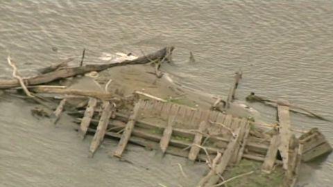 drought reveals sunken ship_00003517