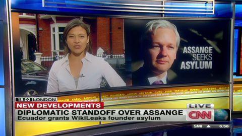shubert.assange.embassy.media_00005919