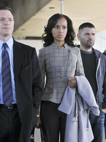 Paolo dressed Washington's character in an Armani jacket and pants in this scene. She's also wearing a Movado watch and holding a Gucci coat.