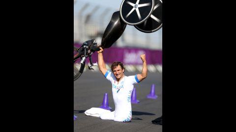 Alessandro Zanardi of Italy celebrates winning the men's individual H4 time trial on Wednesday.