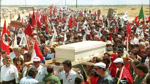 An estimated 25,000 mourners accompany Chavez's pine casket to his funeral Mass in Delano, California, in 1993.