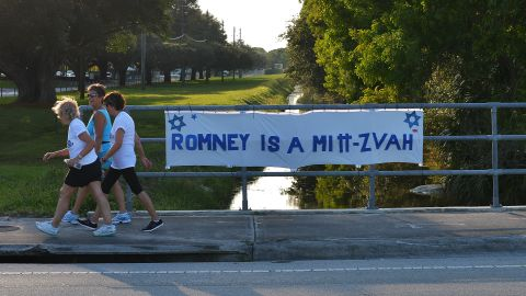 A banner touts Mitt Romney's support for Israel in Boca Raton, Florida, on October 20.