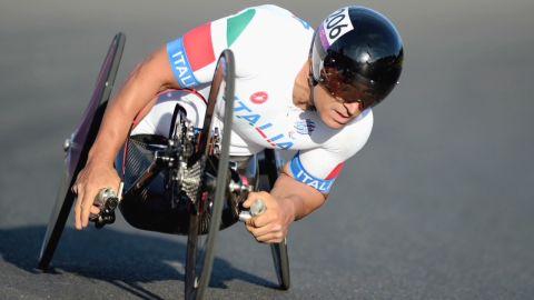 human to hero alex zanardi paralympic formula 1_00033729