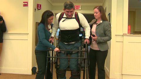 dnt paralyzed man walks with exoskeleton_00001616