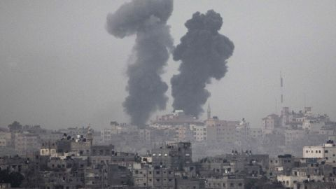 Smoke billows across the southern Israeli border with the Gaza Strip on Saturday, November 17, following Israeli air strikes inside the Palestinian territory.