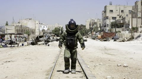 """""""The Hurt Locker,"""" the 2009 best picture winner, is symbolic of a recent run of critically acclaimed films that have found little support at the box office."""