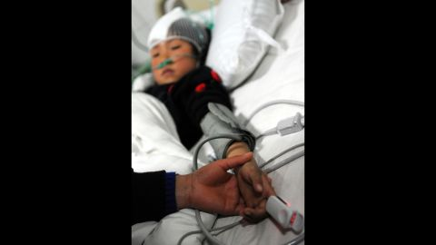 Wei Jingru, a primary school student injured in a knife attack, receives medical treatment in a hospital.