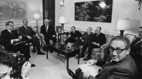 President Nixon, left, briefs the Congressional leadersh