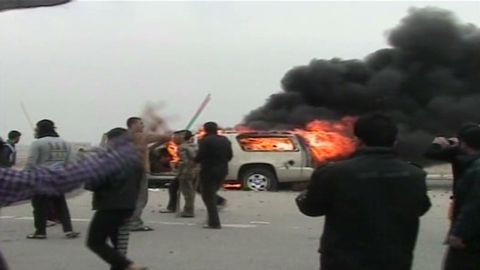 vo iraq soldiers fire on protesters _00015423.jpg