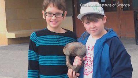 Kids find mastadon bone