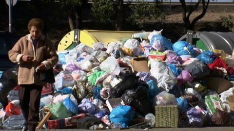 soares seville rubbish boycott_00001327.jpg