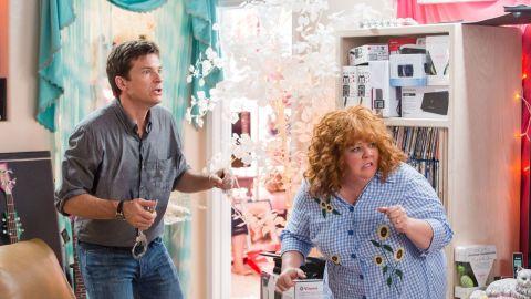 "Jason Bateman stars as Sandy and Melissa McCarthy stars as Diana in the film ""Identity Thief."""