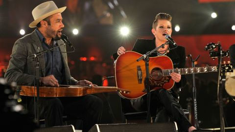 """Ben Harper and Natalie Maines perform """"Atlantic City"""" with Charles Musselwhite (not pictured)."""