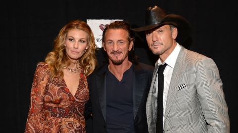 Singer Faith Hill, actor Sean Penn and singer Tim McGraw pose on the red carpet.