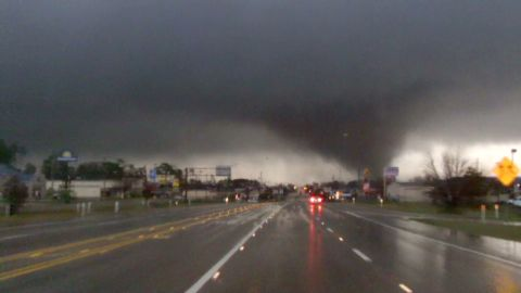 vo ms hattiesburg tornado crosses road_00002601.jpg