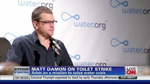 nr matt damon toilet strike_00000829.jpg